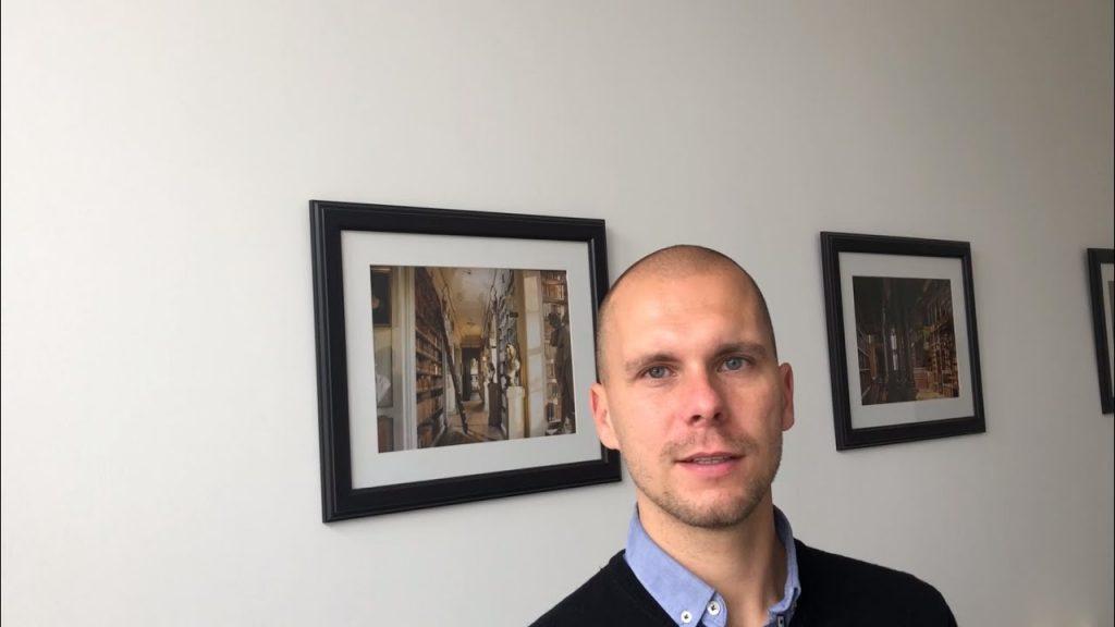 """Rechtsanwalt Fabian Graske gibt im heutigen VLOG einen Einblick in den Kanzleialltag bei Graske Rechtsanwälte. Worin unterscheidet sich dieser vom """"klassischen"""" Kanzleialltag? Welche Rolle werden Soziale Medien und Online-Marketing für Rechtsanwaltskanzleien in Zukunft spielen? Welche technischen Neuerungen/Herausforderungen kommen auf eine Kanzlei zu?"""